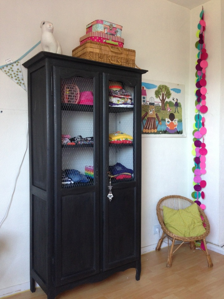 une armoire pour julie cess de citron. Black Bedroom Furniture Sets. Home Design Ideas