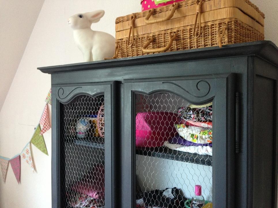 une armoire pour julie cess de citron. Black Bedroom Furniture Sets. Home Design Ideas