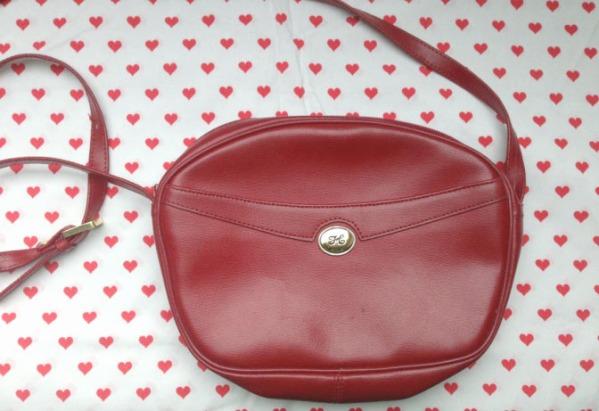 sac en cuir rouge vintage
